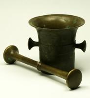 Régi antik bronz mozsár, patika mozsár