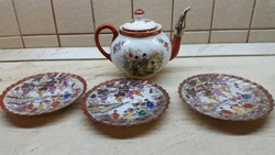 Gyönyörű keleti mintás teás kancsó, 3 db fodros szélű tányérral  eladó!