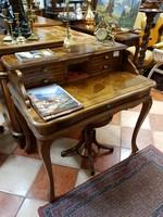 Felépítményes olasz íróasztal