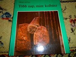 ---Végh Antal nem szokásos témájú kötete: Több nap mint kolbász-gasztronomia, szakácskönyv