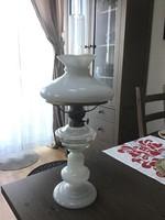 Antik nagy méretű tejüveg petróleumlámpa fúvott üvegből