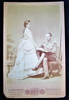 ERZSÉBET KIRÁLYNÉ SZISZI LEÁNYA HABSBURG GIZELLA FŐHERCEGNŐ LIPÓT HERCEG EREDETI ELJEGYZÉS FOTÓ 1872