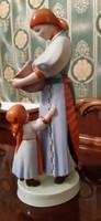 Zsolnay kenyérszelő asszony