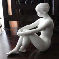 Régi elefántcsont-fényű nagyon ritka hollóházi ülő meztelen nő - akt