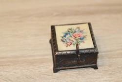 Réz goblein díszítésű ékszeres doboz  6x6 cm