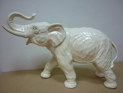 Porcelán elefánt