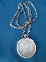 II. Erzsébet ezüst foglalatban emlék érme  állapotban szép nagy medál 4,3 cm súlyos darab