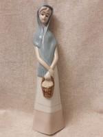 LLARDO jellegű porcelán hölgy kosárral