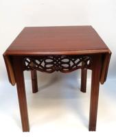 Lerakó asztalka, konzolos lehajtható bővítő lapokkal