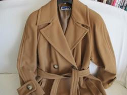 Vintage teveszőr kabát klasszikus stílusban