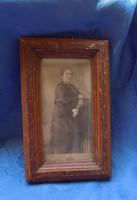 Fridrich János műterméből antik női fotó üvegezett képkeretben 16*25,5 cm
