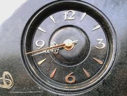 Elegáns valamilyen kőből készült képek szerinti óra