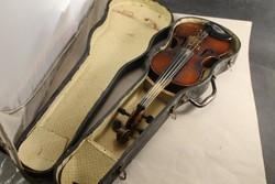 Antik hegedű tokjában 200