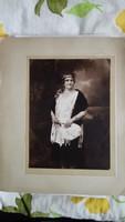 Előkelő dáma 1930-as évekből