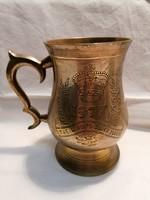 Koronás díszes vésett réz pohár