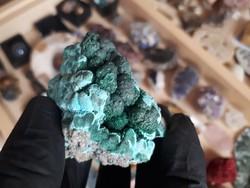 Nyers malachit ásvány kis hemimorfittal
