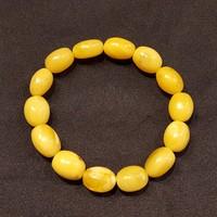 Borostyánkő karkötő sárga opak ovális  kövekből gumidamilra fűzve.