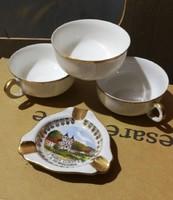 Aranyozott szélű Bavaria csésze émléktárgyal.