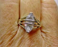 Szépséges fehér köves ezüst gyűrű
