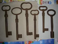 Antik kovácsoltvas kulcs 6 db