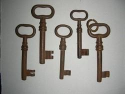 Antik kovácsoltvas kulcs 5 db