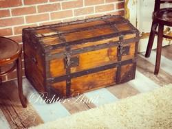 Antik bútor, régi utazó láda 1. Felújított.
