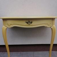 Barokk stílusú konzol asztal.