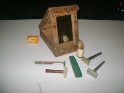 Régi, tükrös, festett borotva doboz tartalmával