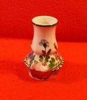 Szépen formált és díszített kislődi váza