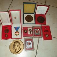 Szocialista jelvények, kitüntetések