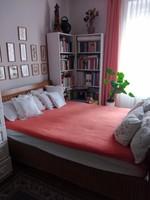 Különleges rattán oldalú, tömör fa keretes ágy matraccal Eladó!