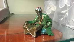 Értékes, ritka -Bécsi bronz figura-szobor Koránt olvasó arab 5,5x2 cm
