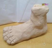 Lábfej terrakotta kézműves szobor, egyedi ritkaság. Stílusos modern dekoráció.