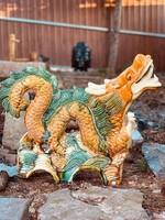Hatalmas hárommázas (sancai) kínai sárkány kerámia szobor