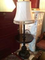 Reneszánsz faragott állólampa