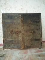 Régi antik kemence ajtó