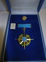 régi  kitüntetés jelvény dobozában  ( 1 )  A BÉKÉÉRT