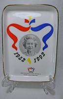 II. ERZSÉBET 1992-ben ünnepelte 4O éves uralkodását.Ennek tiszteletére készült az emlék tál.