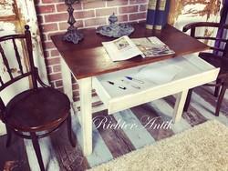 Vintage bútor, antikolt író asztal.