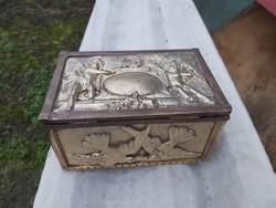 Antik Barokk tűzaranyozott bronz doboz. Bomme jelzéssel.