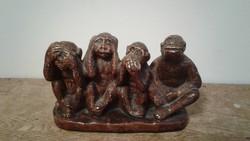 A négy bölcs majom gipsz