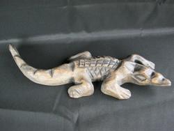 Faragott fa krokodil