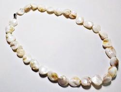 Nagy fehér kagylógyöngyökből  készült nyaklánc