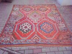 Kézi, kaukázusi nomád szőnyeg, sűrű mintázatú. Szakadás mentes, fotók szerinti állapotban.