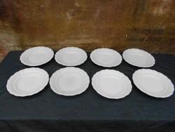 8 db Zsolnay, hófehér, vastag lapos tányér.1920-as  évek.