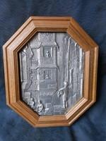 Tömör fa, ón berakásos díszítéssel, falra akasztható kulcs tartó, kis doboz, kulcsszekrény.