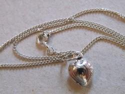 KK485  Szép ezüst nyaklánc szív medállal szivecske