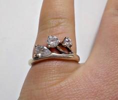 Cirkónia kövekkel díszített ezüst gyűrű 57-es méret