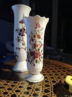 Barokk stílusú Zsolnay porcelán váza virágmintával, aranyozott, fodros szegéllyel