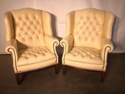 Chesterfiel törtfehér-bézs színű füles bőr fotelek